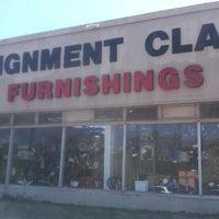 Снимок сделан в Consignment Classics Home Furnishings пользователем AJ L. 8/19/2012