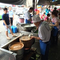 Photo taken at Air Itam Asam Laksa by Lynn W. on 1/31/2015