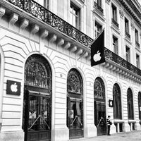Photo taken at Apple Opéra by Renke Y. on 10/26/2012