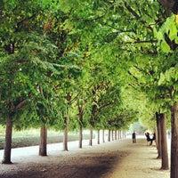Foto tirada no(a) Jardin du Palais Royal por Renke Y. em 9/14/2012