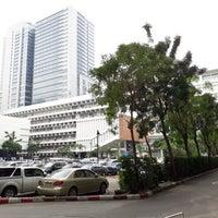 Foto tirada no(a) ตึกนวมินทราชินี โรงพยาบาลจุฬาลงกรณ์ por Ratsadakorn em 11/13/2017