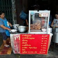 Photo taken at ร้านข้าวหมูทอด by Ratsadakorn on 7/5/2017