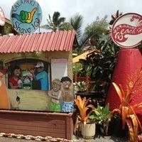 Photo taken at Kalapaki Beach Hut Burgers by Melissa 🐝 on 7/23/2013