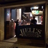 Foto tirada no(a) Hell's Burguer por Josué G. em 9/16/2014