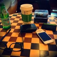 6/8/2013 tarihinde Arda O.ziyaretçi tarafından Starbucks'de çekilen fotoğraf