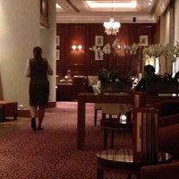 Photo taken at sheraton lobbybar by Katsunori K. on 8/27/2014