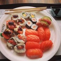 Foto tirada no(a) Hakka Sushi por Rodolfo S. em 5/5/2013