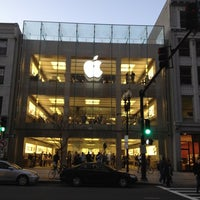 Photo taken at Apple Boylston Street by Cathy I. on 3/11/2012