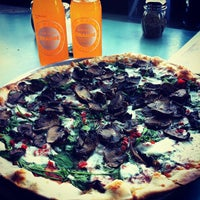 Das Foto wurde bei Emma's Pizza von Pankaj R. am 5/20/2012 aufgenommen