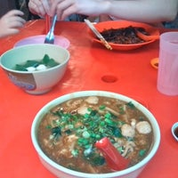 Photo taken at 三间庄猪肉丸粉 Pork Ball Noodle by Jackson W. on 12/27/2012