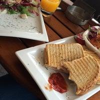 Снимок сделан в Cafe 't Raedthuys пользователем Hanna K. 11/7/2014