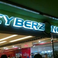 Foto tomada en SM Cyberzone por Chikki M. el 1/24/2013