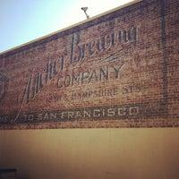 Foto tirada no(a) Anchor Brewing Company por Caroline D. em 2/6/2013