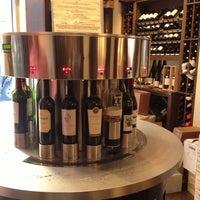 Foto tirada no(a) Union Square Wines & Spirits por Rebecca A. em 10/21/2012