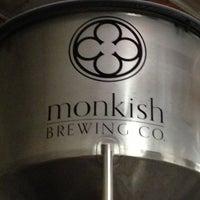 Foto tomada en Monkish Brewing Co. por Morgan M. el 7/12/2013