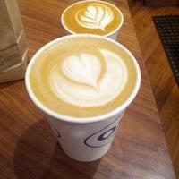10/13/2012 tarihinde Cathy S.ziyaretçi tarafından Oslo Coffee Roasters'de çekilen fotoğraf