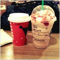 Foto tirada no(a) Starbucks por Tati R. em 12/22/2012