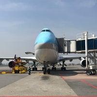 Photo taken at Gate 9 - GMP Domestic by Daewook Ban on 5/22/2017