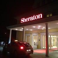 Das Foto wurde bei Sheraton Fuschlsee-Salzburg Hotel Jagdhof von Daewook Ban am 4/18/2013 aufgenommen