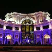 Das Foto wurde bei The Forum Shops at Caesars von Daewook Ban am 8/29/2013 aufgenommen