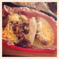 Foto tirada no(a) Torchy's Tacos por Hermes T. em 11/16/2013