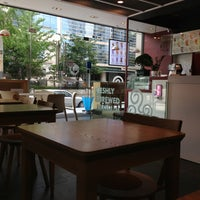 Photo taken at 貢茶(공차) / GONG CHA by Sam G. on 9/1/2013