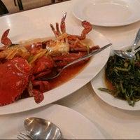 Photo taken at Sampan Seafood by Siti M. on 4/20/2013