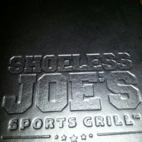 Foto tomada en Shoeless Joe's  por Rob W. el 10/18/2012