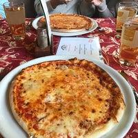 Photo taken at Pizzeria Santalucia by Nisa Zeynep O. on 11/17/2016