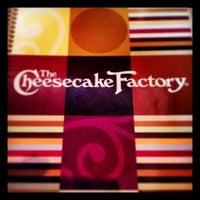 Das Foto wurde bei The Cheesecake Factory von Tom am 3/29/2013 aufgenommen