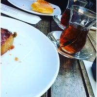Das Foto wurde bei Altınoğlu Baklava-Dondurma von Hilal Y. am 9/23/2016 aufgenommen