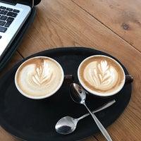 Foto tomada en Hopper Coffee & Roastery por Wiwi K. el 2/5/2017