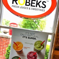 Photo taken at Robeks Fresh Juices & Smoothies by Hassan A. on 7/5/2018