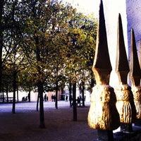 Foto tirada no(a) Jardin du Palais Royal por Hans B. em 11/6/2012