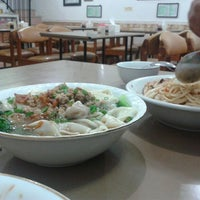 Photo taken at Mie Pangsit Gajah Mada by Iffah C. on 5/4/2014
