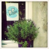 Photo taken at Pee Pee's Katzencafé by Eva on 8/24/2013