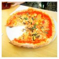 Das Foto wurde bei Pizza Nostra von Eva am 5/4/2013 aufgenommen