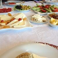 12/9/2012 tarihinde İsmetziyaretçi tarafından Cafe Crown Cubuklu'de çekilen fotoğraf