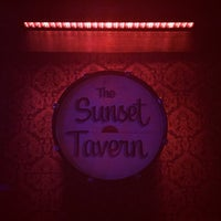 Photo prise au Sunset Tavern par Monica K. le4/14/2017