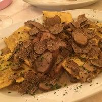Foto scattata a L'Osteria Di Giovanni da VickyisaStar L. il 9/28/2014