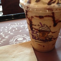 Photo taken at The Coffee Bean & Tea Leaf by Hannah D. on 1/11/2013