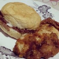 Photo taken at Burger machine by Jec S. on 8/29/2013