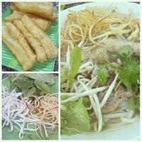Photo taken at Bún bò giò heo Huế by Mạnh Nam on 12/20/2012