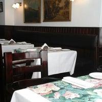 Снимок сделан в Vienna Restaurant пользователем Wendy S. 12/10/2014