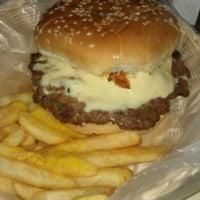Foto tomada en Rocking Burgers por Alejandro Y. el 9/2/2012
