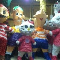 3/10/2012 tarihinde Jon S.ziyaretçi tarafından Pinata Party Palace'de çekilen fotoğraf