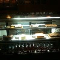 รูปภาพถ่ายที่ Rico's Café Zona Dorada โดย Edgar F. เมื่อ 10/25/2012
