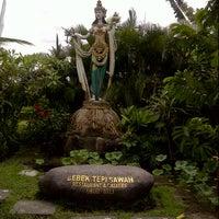 Photo taken at Bebek Tepi Sawah Restaurant & Villas by Vivi H. on 1/9/2013