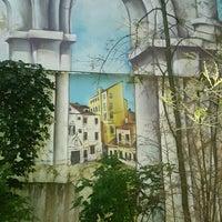 Foto diambil di Итальянский дворик oleh Наталья С. pada 8/1/2017