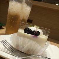 Photo taken at MOS Burger by Nobutaka W. on 5/29/2016